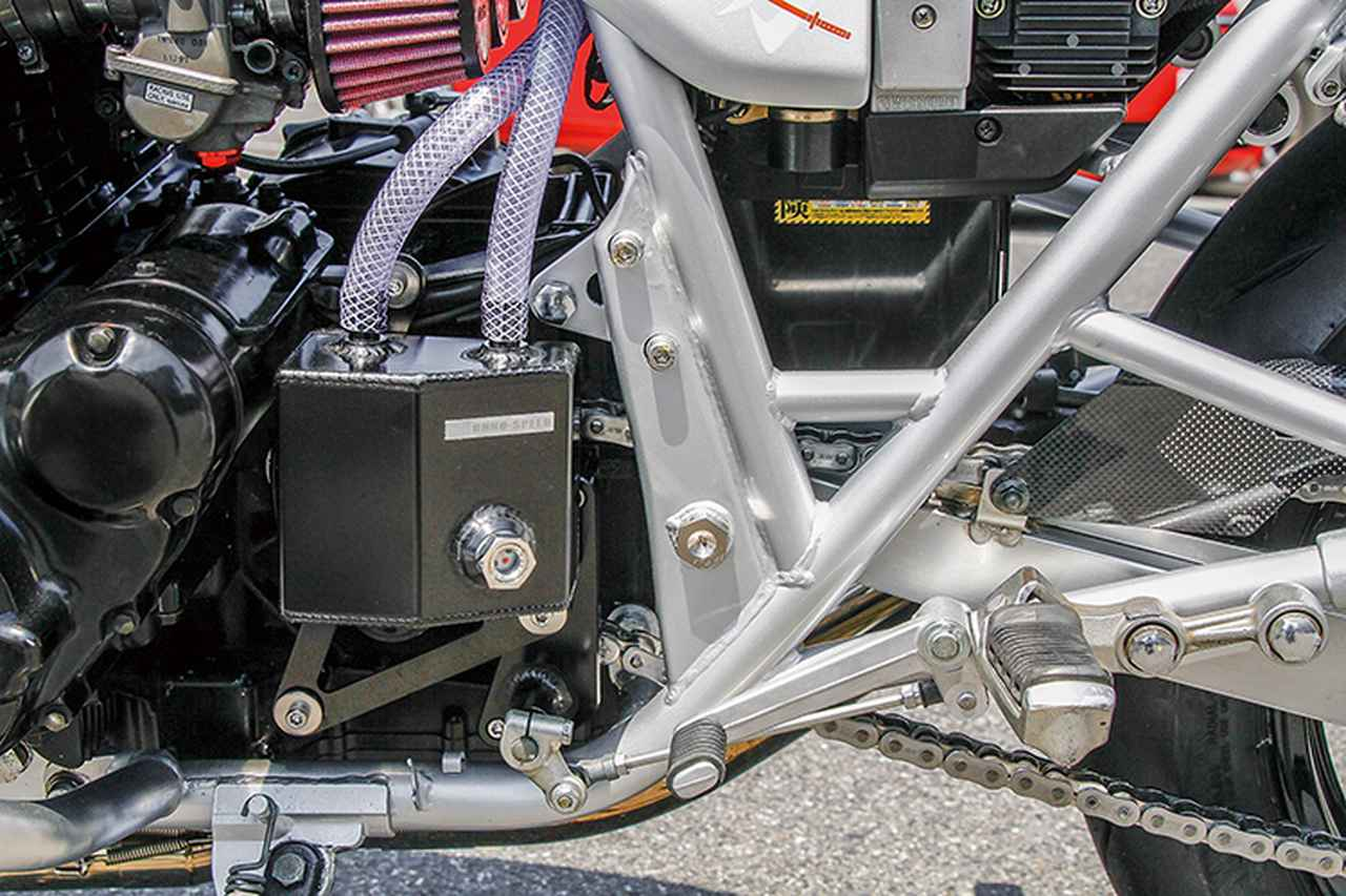 画像: 各部点検を行った上で、メインレールのスイングアームピボット直上とシートレールをつなぐようにパイプ補強が入れられるフレーム。