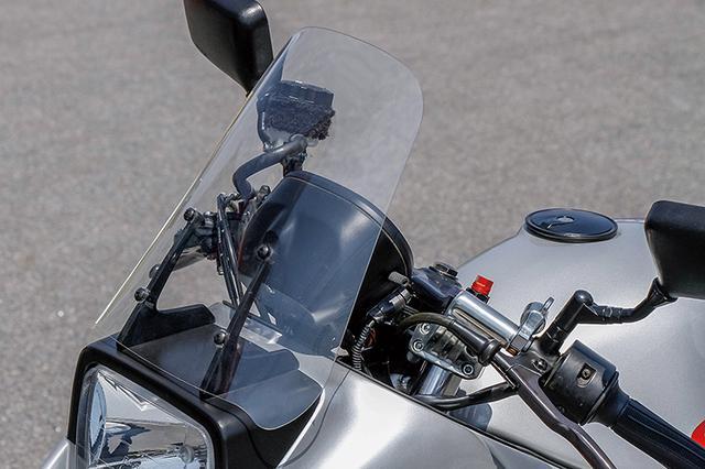 画像: ヘッドライトはレイブリックでスクリーンも透明度の高いものに変更。フロントウインカーはカウルサイドに移設している。