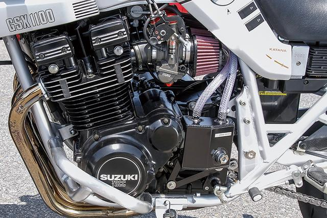 画像: エンジンはオーバーホールが施される。オイルクーラーキットやオオノスピード製オイルキャッチタンク、エンジンガードも追加装着した。