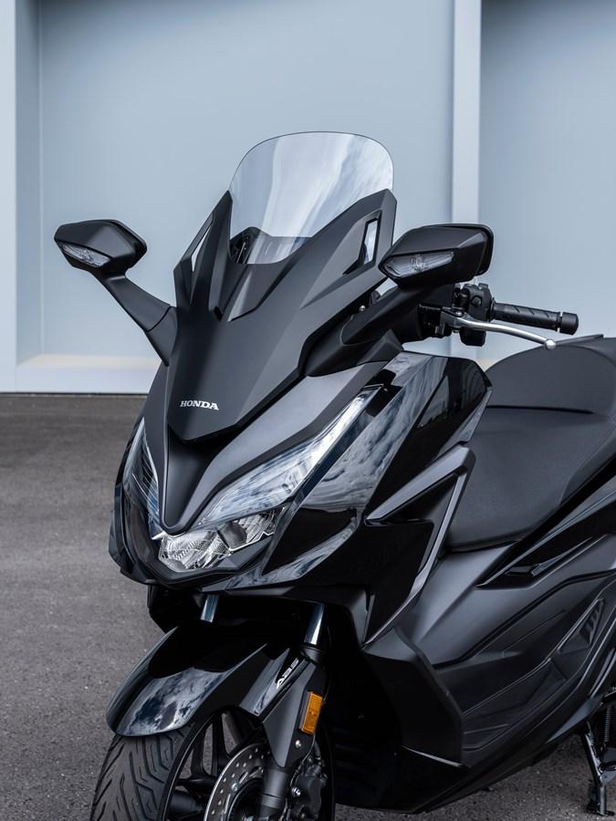 画像1: ホンダ「フォルツァ125」の2021年モデルが登場! 欧州で人気のプレミアムスクーターが、より実用的に進化【2021速報】