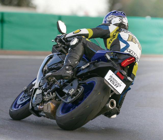 画像: 【タイヤインプレ】ブリヂストン「BATTLAX RS11」/ストリートからサーキットまで楽しめる、最新スポーツラジアルタイヤ - webオートバイ