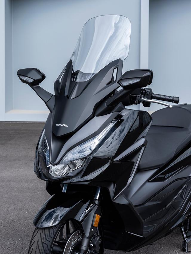 画像2: ホンダ「フォルツァ125」の2021年モデルが登場! 欧州で人気のプレミアムスクーターが、より実用的に進化【2021速報】
