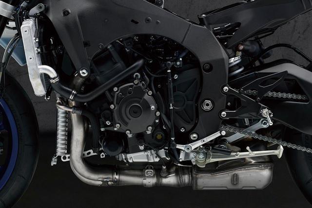 画像: シリンダーヘッドを新作し、吸気ポートを短く設定。オイルポンプも新しくなり、フィンガーロッカーアームの形状も変更された。