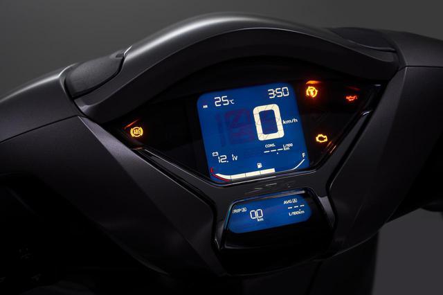 画像: 大きく変化したメーター回りはLCD化を果たし、速度計に走行距離、またHSTCおよびABS操作などを含む警告灯類も美しいデジタル表示となる。