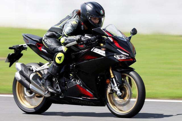 画像1: ホンダ新型「CBR250RR」の最高速を計測! 平嶋夏海さんが富士スピードウェイでチャレンジ! - webオートバイ