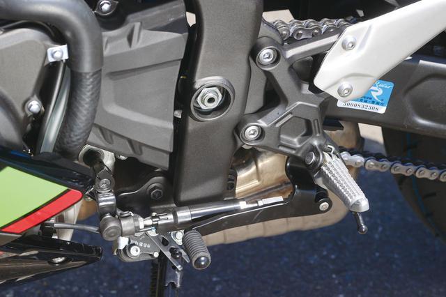 画像: アップ、ダウンの両方に対応しているクイックシフター(KQS)は、上級グレードの「SE」に標準装備。スタンダードモデルはオプションで装着することもできる。