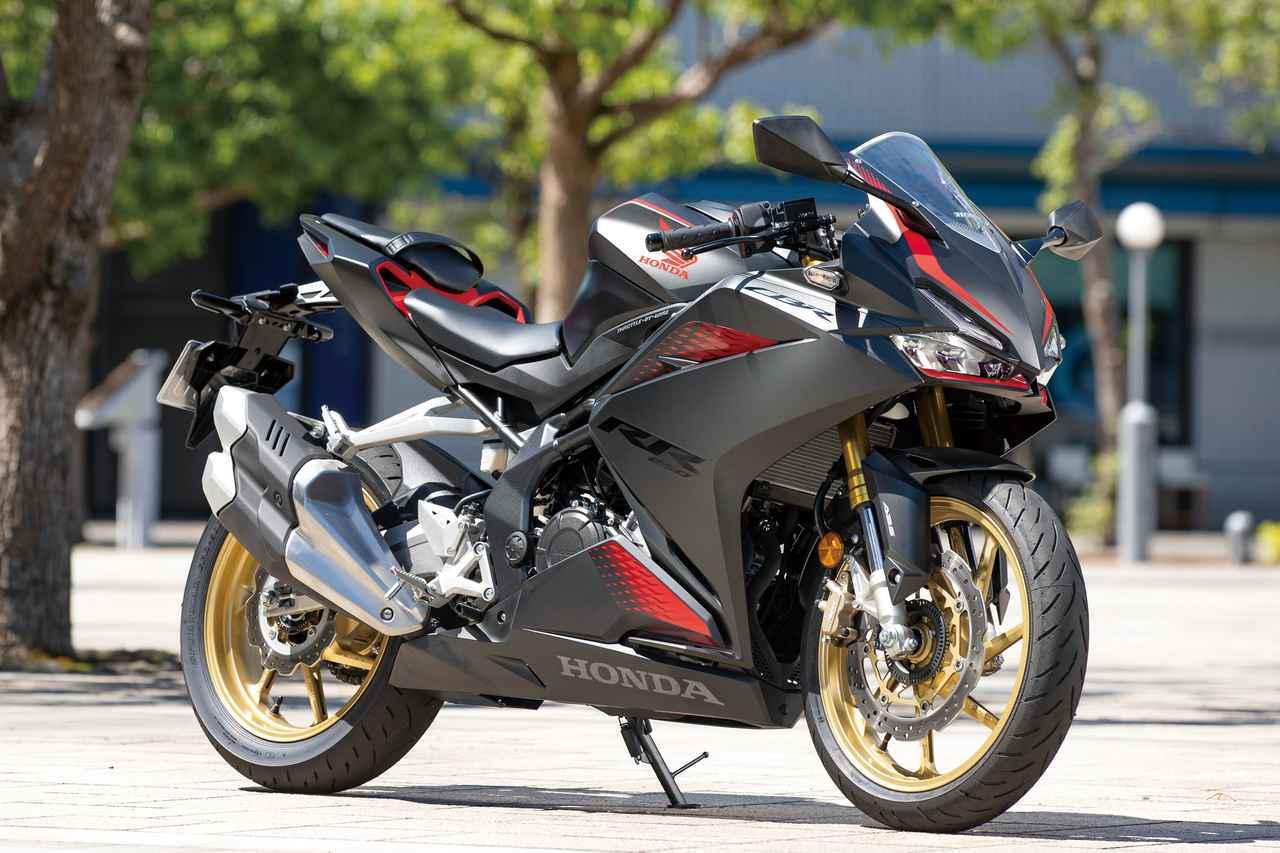 画像: Honda CBR250RR 総排気量:249cc エンジン形式:水冷4ストDOHC4バルブ並列2気筒 最高出力:30kW(41PS)/13000rpm 最大トルク:25N・m(2.5kgf・m)/11000rpm 発売日:2020年9月18日 メーカー希望小売価格(税込):82万1700円/グランプリレッド(ストライプ)は85万4700円