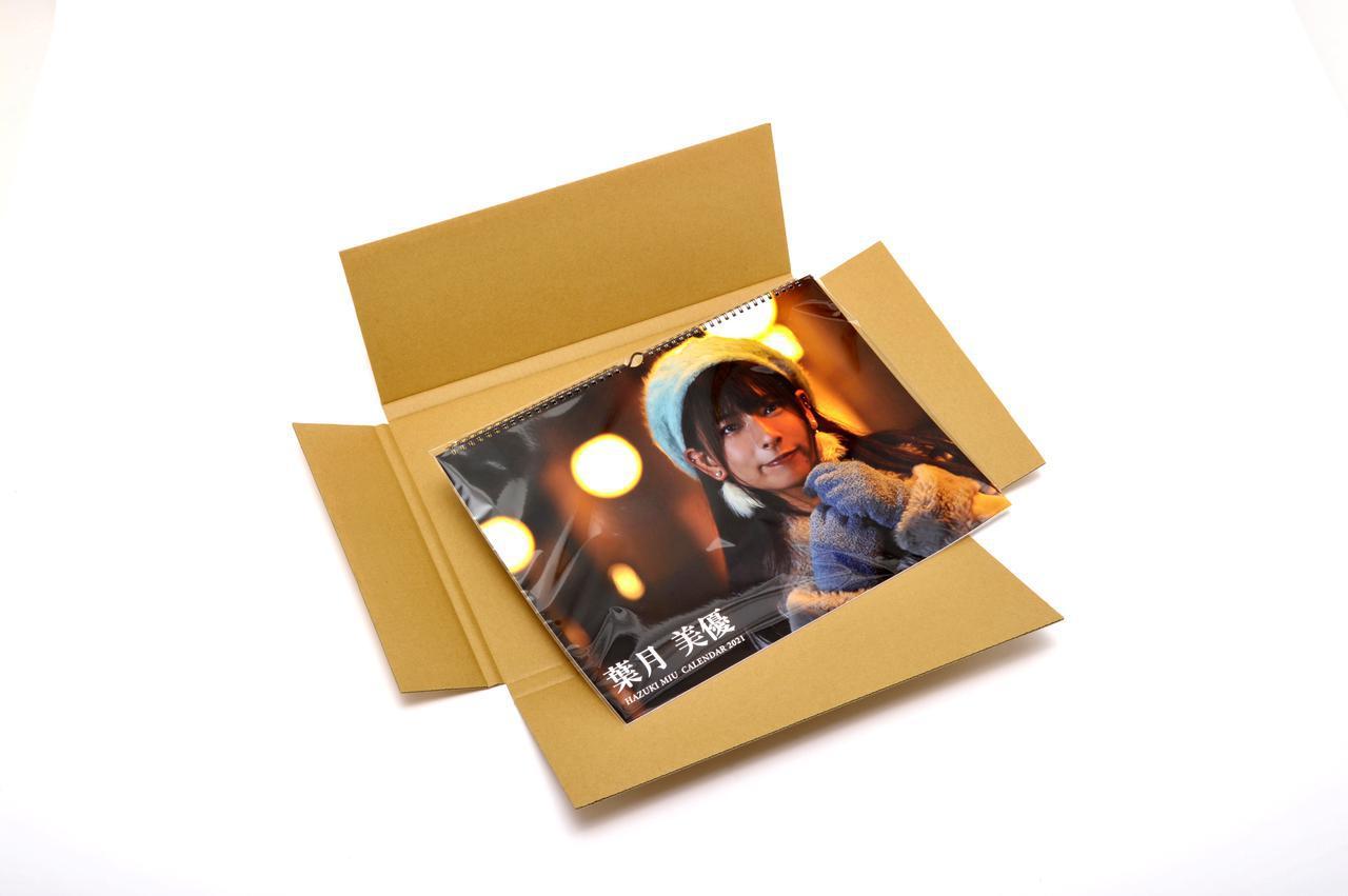 画像: ▲カレンダーはPP袋入り。A3サイズ(タテ/ヨコ)は1冊ずつ専用箱に入れてお届けします。送料は税込800円ですが、税込7000円以上ご購入の場合は送料無料となります。 mm-style.jp
