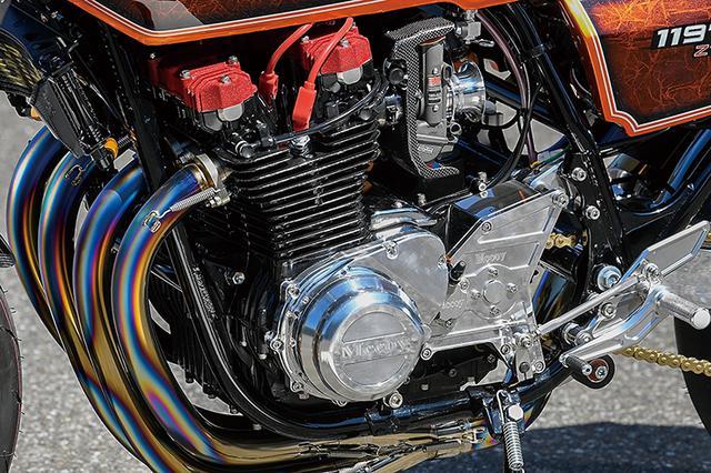 画像: エンジンはピスタルレーシングピストンによる[1015→]1197cc仕様でシリンダーヘッドはJ系のシングルプラグ仕様。ミッションは5速からマッコイ6速クロス、TSSスリッパークラッチ、大容量のダイナモ/ワンウェイクラッチキットやビレットカバー類もセットする。