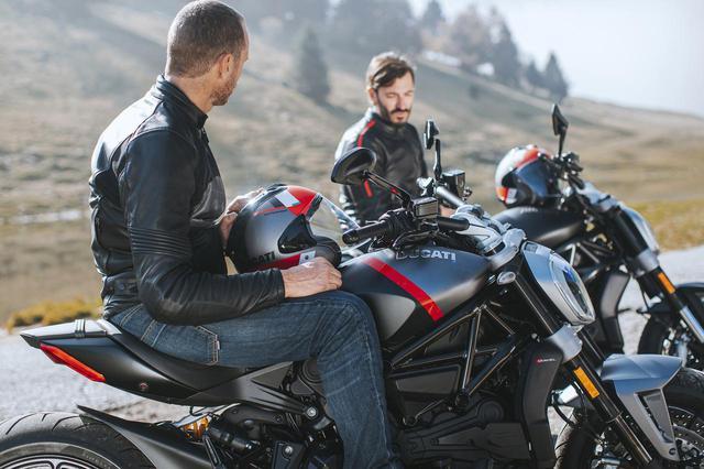 画像: 2021年モデルのドゥカティ『Xディアベル』は、プレミアムな「ブラックスター」とエントリーモデル「ダーク」を追加設定!【2021速報】 - webオートバイ