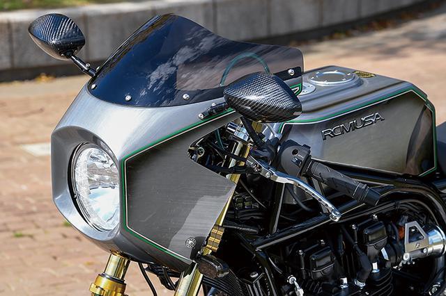 画像: フレームマウントのアッパーカウル(含むスクリーン)はZ1-Rで、ミラーはマジカルレーシングによるカーボンモノコックボディ製を装着。