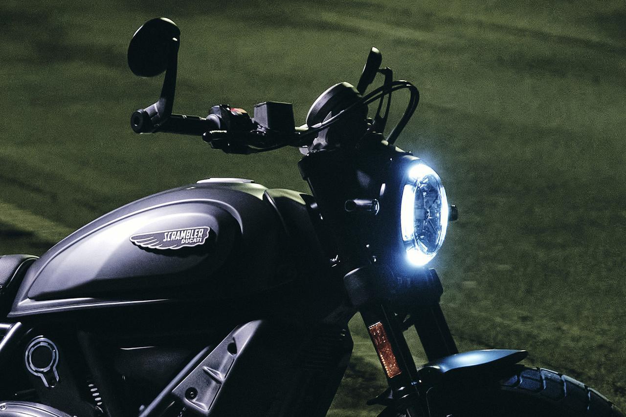 画像: ドゥカティが「スクランブラー・ナイトシフト」を発表! 夜の雰囲気と無限の自由を求めるライダーのための一台【2021速報】 - webオートバイ