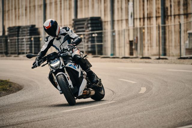 画像1: ベースモデルが最新スーパースポーツ「S1000RR」に。公道でのライディングに合わせて最適化