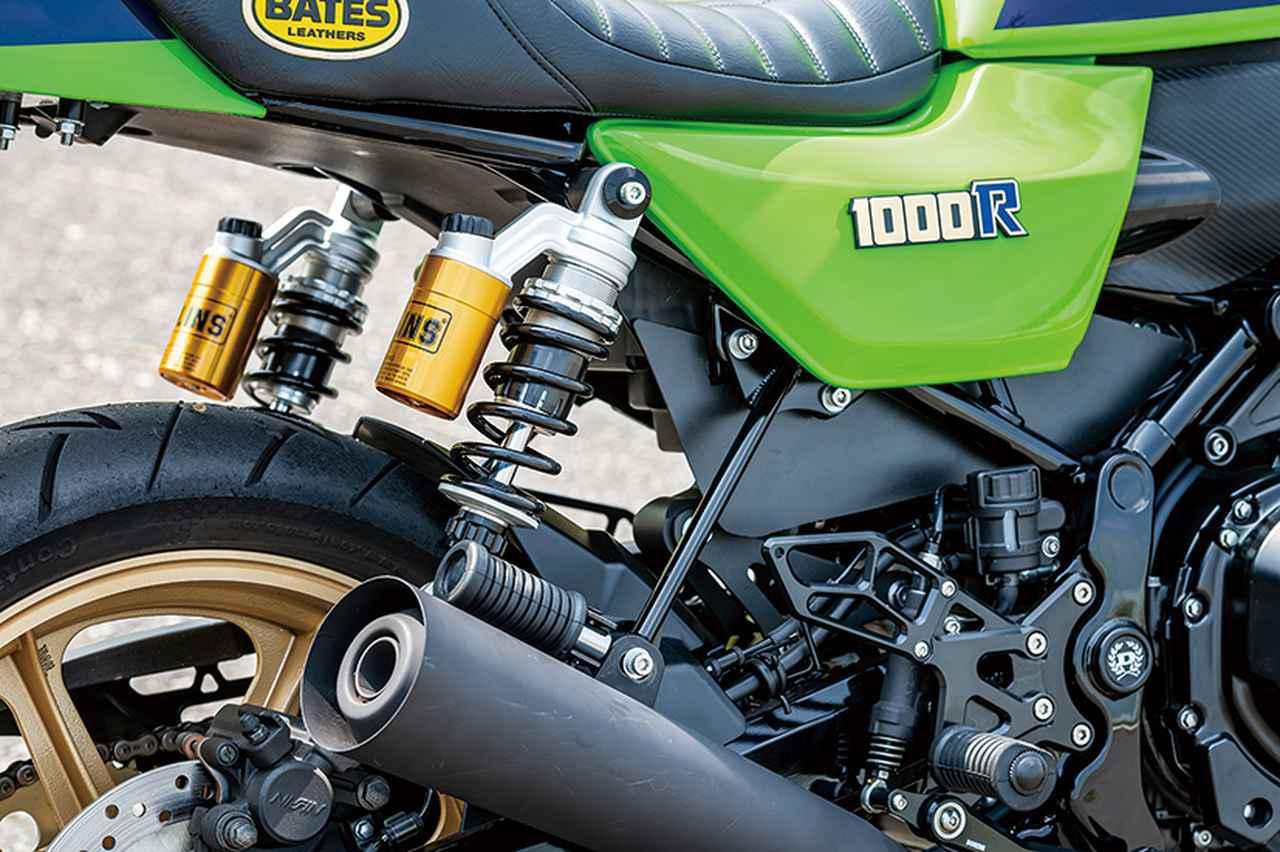 画像: Z900RSはモノサスだが、Z1000Rらしいスタイルを追求し、オーリンズのツインショックを飾りとして取り付けている。