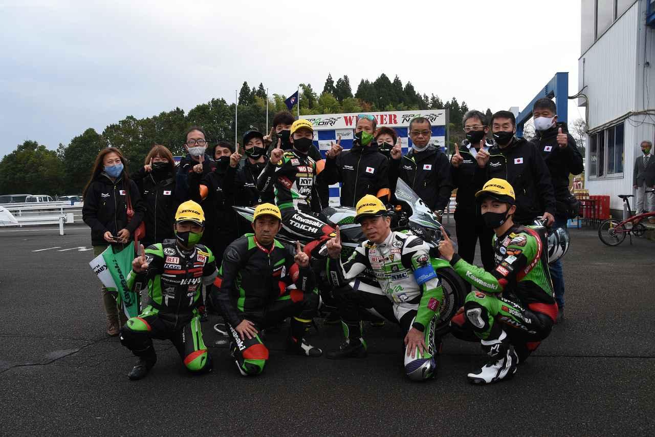 画像: 優勝チーム! こういう現役バリバリやレジェンドライダーがシーズンオフにイベントレースに出るって、最高のファンサービスだと思います