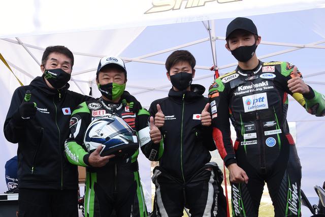 画像: 左からA-TECH宮崎社長、キヨさん、井吉、岩戸 キヨさん、孫ほど違う2人の若いライダーが可愛くてかわいくてしゃーない