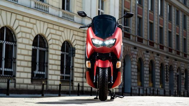 画像: YAMAHA NMAX 125 (欧州仕様・2021年モデル) 総排気量:125cc エンジン形式:水冷4ストOHC4バルブ単気筒 シート高:765mm 車両重量:131kg