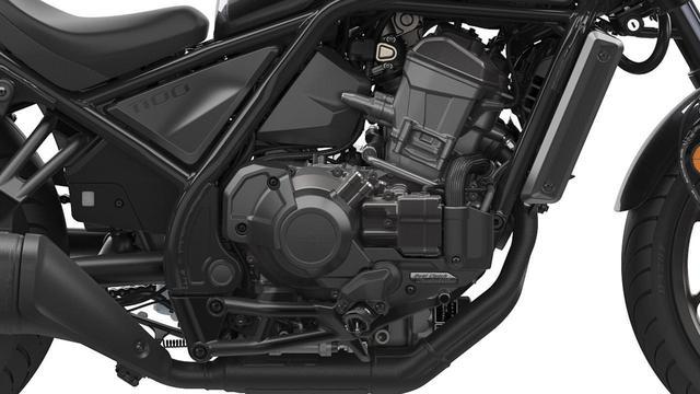 画像: レブル1100のエンジン。MT車とともに、クラッチ操作不要でギアチェンジが行なえる写真のDCT仕様車も発表された。