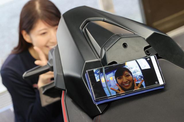 画像: スマホとWi-Fi接続すれば撮影状態をリアルタイムで確認できる。カメラの取り付け位置や角度を決める際にも便利だ。