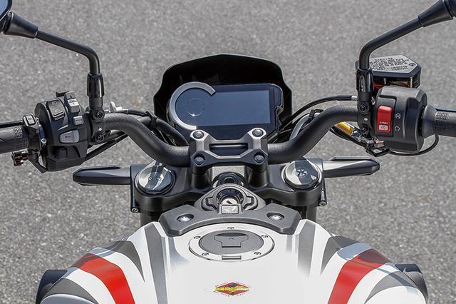 画像: メーターが15度起きるライジングメーターステー、前ウインカーを35mm内にする移設ステー、ツーリングスポーツハンドルバーを装着。