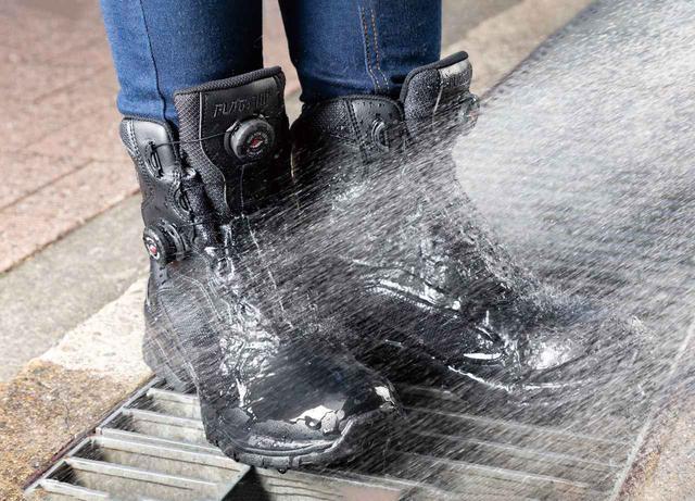 画像: 防水透湿フィルムの「ヴォクサーム」をアッパー部に内蔵。履き口からの浸水に気を付ければヘビーレインでもブーツカバーは必要ない。