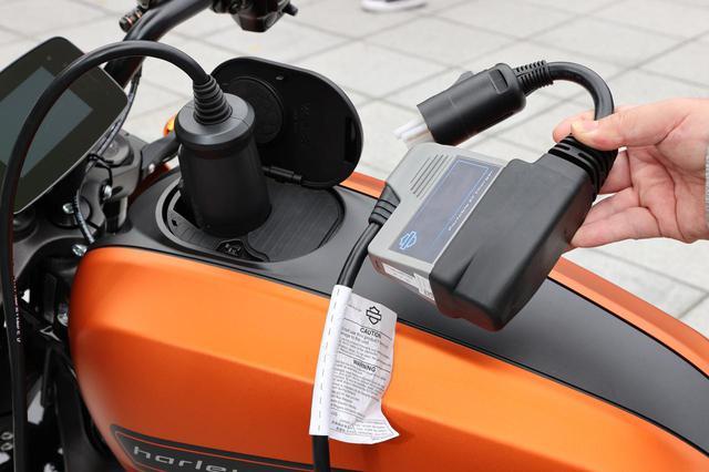 画像1: 日本のインフラにも配慮してCHAdeMO規格ソケットも搭載!