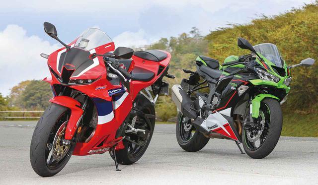 画像: (左) Honda CBR600RR 総排気量:599cc エンジン形式:水冷4ストDOHC4バルブ並列4気筒 最高出力:89kW(121PS)/14000rpm 最大トルク:64N・m(6.5kgf・m)/11500rpm 車両重量:194kg メーカー希望小売価格:160万6000円(消費税10%込) (右) Kawasaki Ninja ZX-6R KRT EDITION 総排気量:636cc エンジン形式:水冷4ストDOHC4バルブ並列4気筒 最高出力:93kW(126PS)/13500rpm ※ラムエア加圧時:97kW(132PS)/13500rpm 最大トルク:70N・m(7.1kgf・m)/11000rpm 車両重量:197kg メーカー希望小売価格:123万円(消費税10%込)