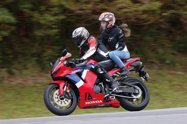 画像: Honda CBR600RR 総排気量:599cc エンジン形式:水冷4ストDOHC4バルブ並列4気筒 最高出力:89kW(121PS)/14000rpm 最大トルク:64N・m(6.5kgf・m)/11500rpm 車両重量:194kg メーカー希望小売価格:160万6000円(消費税10%込)