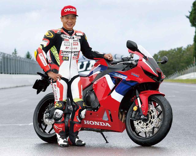 画像: 新型CBR600RR開発ライダー:小山知良選手 CBR600RRを駆り、日本郵便HondaDream TPチームから全日本ロードレース・ST600クラスを戦うライダー。2019年のST600チャンピオンで、アジア選手権のSS600クラスやWGPの125㏄クラスなどでも大活躍したベテランだ。