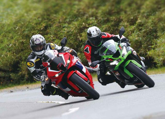 画像: (左)Honda CBR600RR/(右)Kawasaki Ninja ZX-6R KRT EDITION