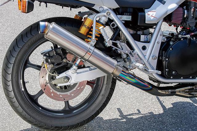 画像: リヤショックはオーリンズでスイングアームもノーマルをリフレッシュ。前後ホイールはゲイルスピードTYPE-Nの18インチを履く。タンデムステップブラケットはカットして、ステップブラケットを新作した上でナイトロレーシング製ステップキットを装着した。