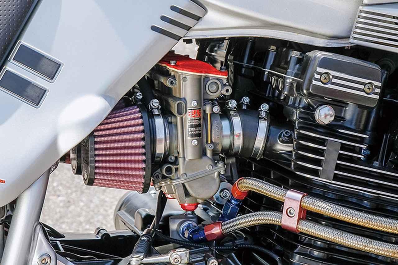 画像: キャブレターはサイドリンクタイプのTMR-MJNで、DNAフィルター仕様。ほかにエンジンまわりではオイルクーラーを大型化している。