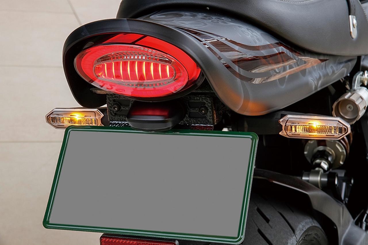 画像: LEDリングポジションランプは、外周がポジションランプ、中央がストップランプとして機能する製品。レンズはクリアとスモークの2種が設定される。なお、外装ペイントは大阪のラスティックが担当した。