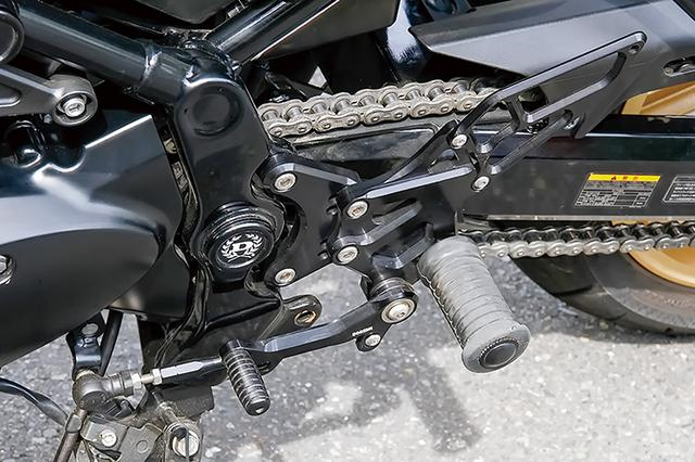 画像: ステップはドレミコレクション製Z900RS用に、同じくドレミのZ用ステップラバーを組み合わせて当時の車両風を演出している。