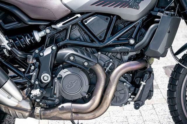 画像: 203㏄水冷Vツインエンジンはスタンダードモデルと同タイプのもの。強力なパワー&トルクを発揮するので、高速道路では3500回転ほど回せば、100キロ巡航も余裕すらあった。