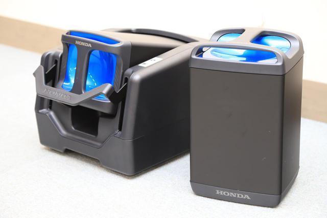 画像: 交換式バッテリー「ホンダモバイルパワーパック」。