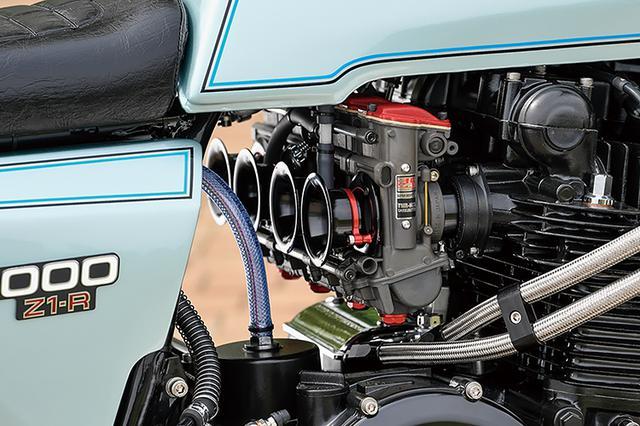画像: キャブレターはヨシムラTMR-MJNのφ38mm/デュアルスタックファンネル仕様。オイルクーラーもフローティングマウントする。