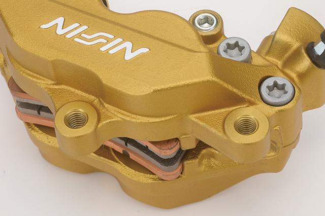 画像: ボディはアルミ鋳造。フロントフォークへの取り付けピッチは62mm。ブレーキマスターの推奨シリンダー径は、アキシャルタイプならφ14mm、ラジアルならφ17mm(φ11/16インチ)だ。