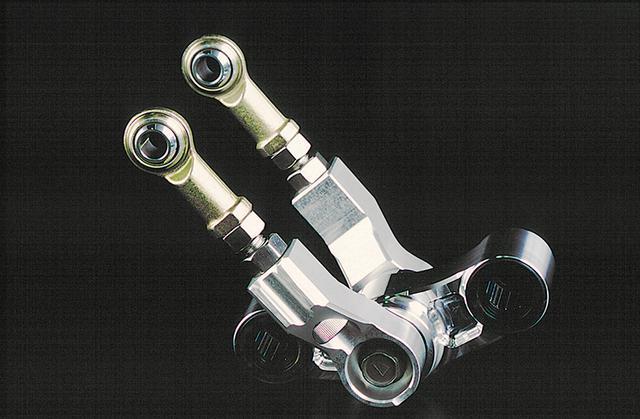 画像: 今も市販されるウイリー製ニンジャ17インチ対応リヤサスリンクとリンクロッド。ロッドには車高調整機構も付いている。