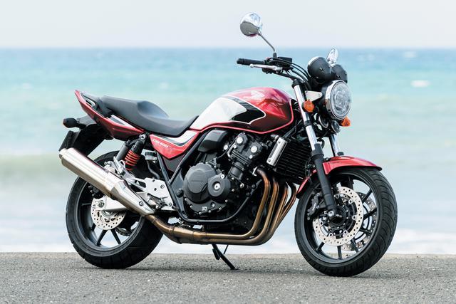 画像: Honda CB400 SUPER FOUR エンジン形式:水冷4ストDOHC4バルブ並列4気筒 総排気量:399cc 最高出力:56PS/11000rpm 最大トルク:4.0kg-m/9500rpm シート高:755mm 車両重量:201kg 税込価格:88万4400円/92万8400円(2トーン)