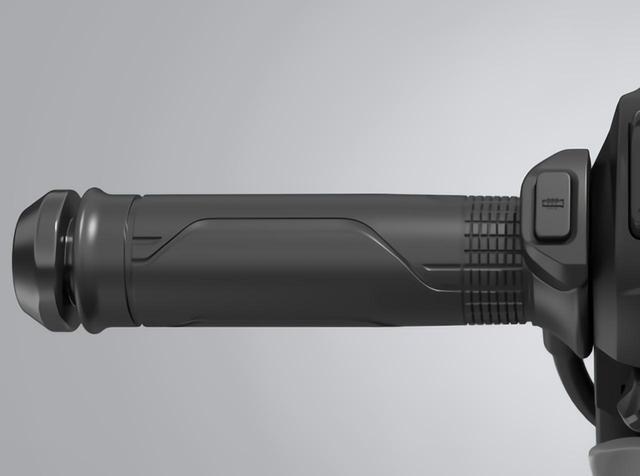 画像: グリップヒーターも標準装備。