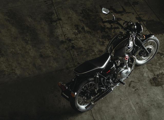画像: カワサキ「W800」をベースに贅沢な専用装備をおごる