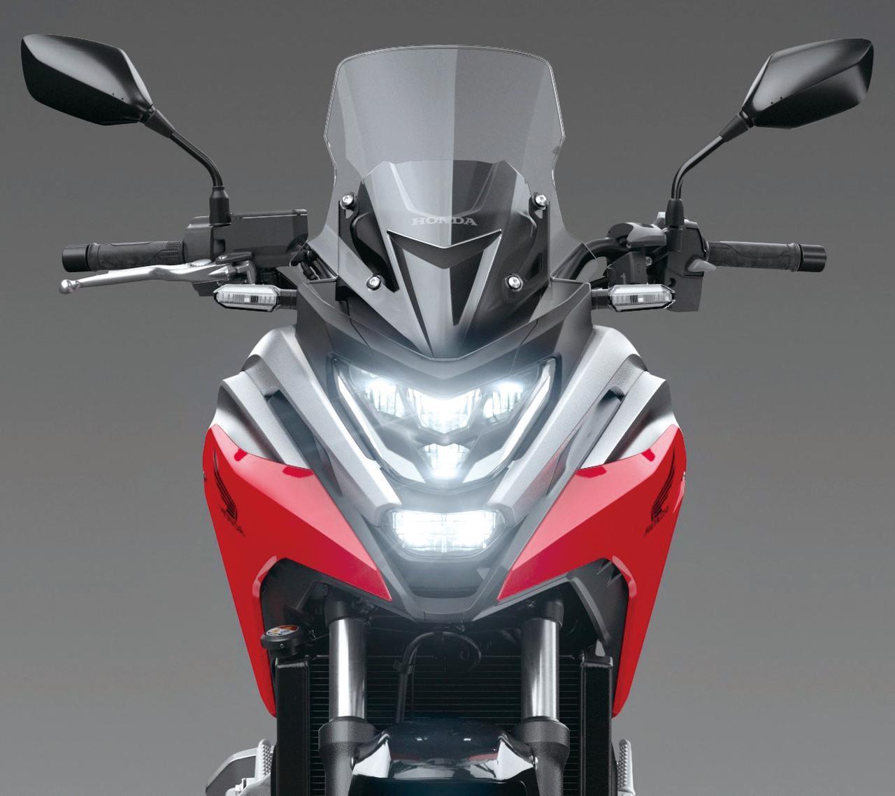 画像: デビュー時からの特徴であるクロスオーバーデザイン。アウトラインはそのままに、LEDヘッドライトを活かしたシャープなイメージにされた。