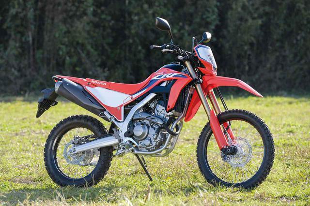 画像: Honda CRF250L 総排気量:249cc エンジン形式:水冷4ストDOHC4バルブ単気筒 シート高:830mm/〈s〉は880mm 車両重量:140kg 発売日:2020年12月17日 メーカー希望小売価格:59万9500円(消費税10%込) ※写真はCRF250L〈s〉