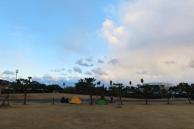 画像: フリーサイトでも密集ナシ。余裕あるキャンプを楽しめる代わりに予約難易度はちょっと高め。