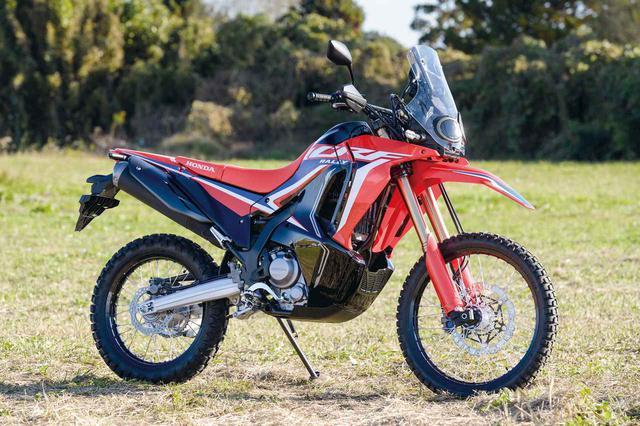 画像: Honda CRF250RALLY 総排気量:249cc エンジン形式:水冷4ストDOHC4バルブ単気筒 シート高:830mm/〈s〉は885mm 車両重量:152kg 発売日:2020年12月17日 メーカー希望小売価格:74万1400円(消費税10%込) ※写真はCRF250RALLY〈s〉