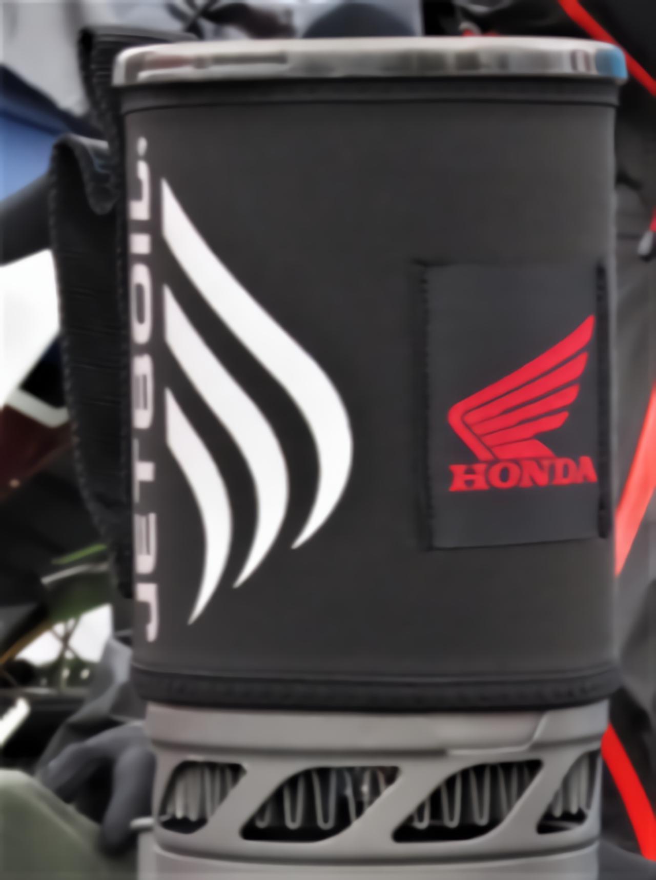 画像: ホンダのロゴは付属の断熱カバーに配されています。
