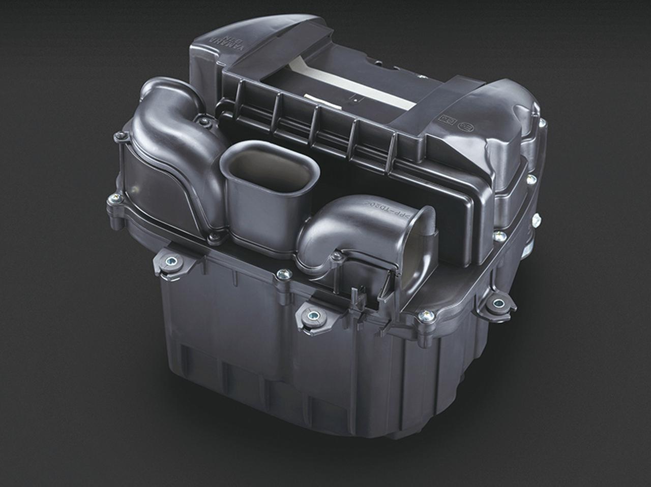 画像: エアクリーナーボックスの長さの異なる3つの吸気ダクトが共鳴、爽快な加速感を演出する心地よい吸気音が得られるようになっている。