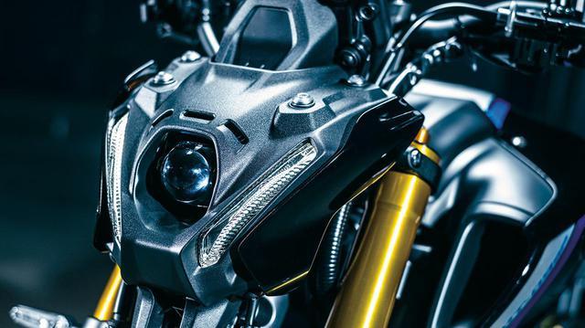 画像: Hi-Lo一体のバイファンクションLEDヘッドライトを採用。合わせてフロントマスクもMTらしい凝縮感あふれる近未来的なデザインに一新。写真は新型MT-09 SP。