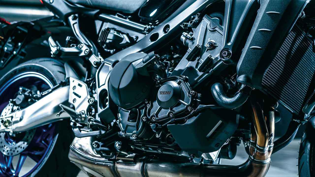 画像: 従来型のエンジンをベースに排気量を拡大。さらに軽量鍛造ピストンやFSコンロッド、オフセットシリンダーも採用してパワーアップしている。